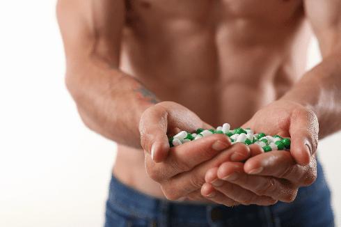 Seorang pria menunjukan obat untuk doping olaraga